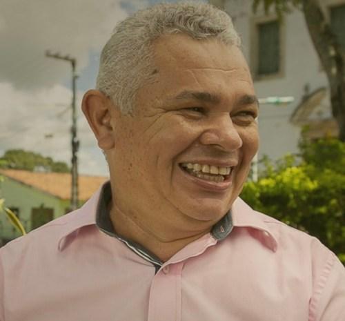 Gestão familiar: prefeito de Alhandra nomeia esposa como chefe de gabinete e filha para comandar a secretaria de finanças