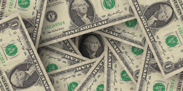 Dólar é cotado a R$ 4,9334 nesta manhã de sexta-feira