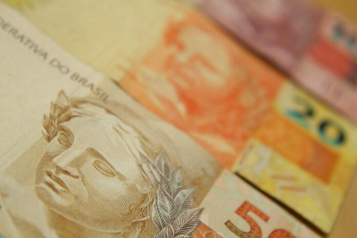 Jair Bolsonaro sanciona lei do salário-mínimo 2020