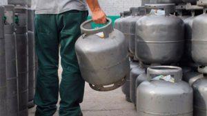 Gás de cozinha tem terceiro aumento em menos de um mês e pode chegar a R$ 80
