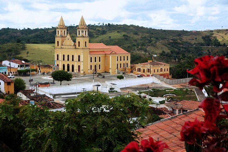 Ministério Público apura denúncias de descumprimento de medidas de isolamento em condomínio de luxo de Bananeiras