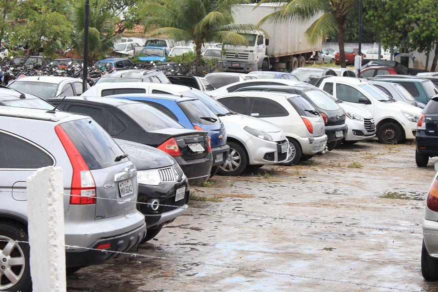 Governador veta lei que proibia recolhimento de veículos com IPVA e licenciamento vencidos