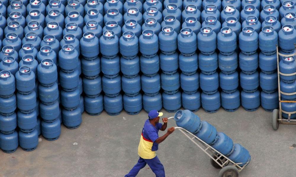 Petrobras anuncia reajuste de 5% no preço do gás de cozinha